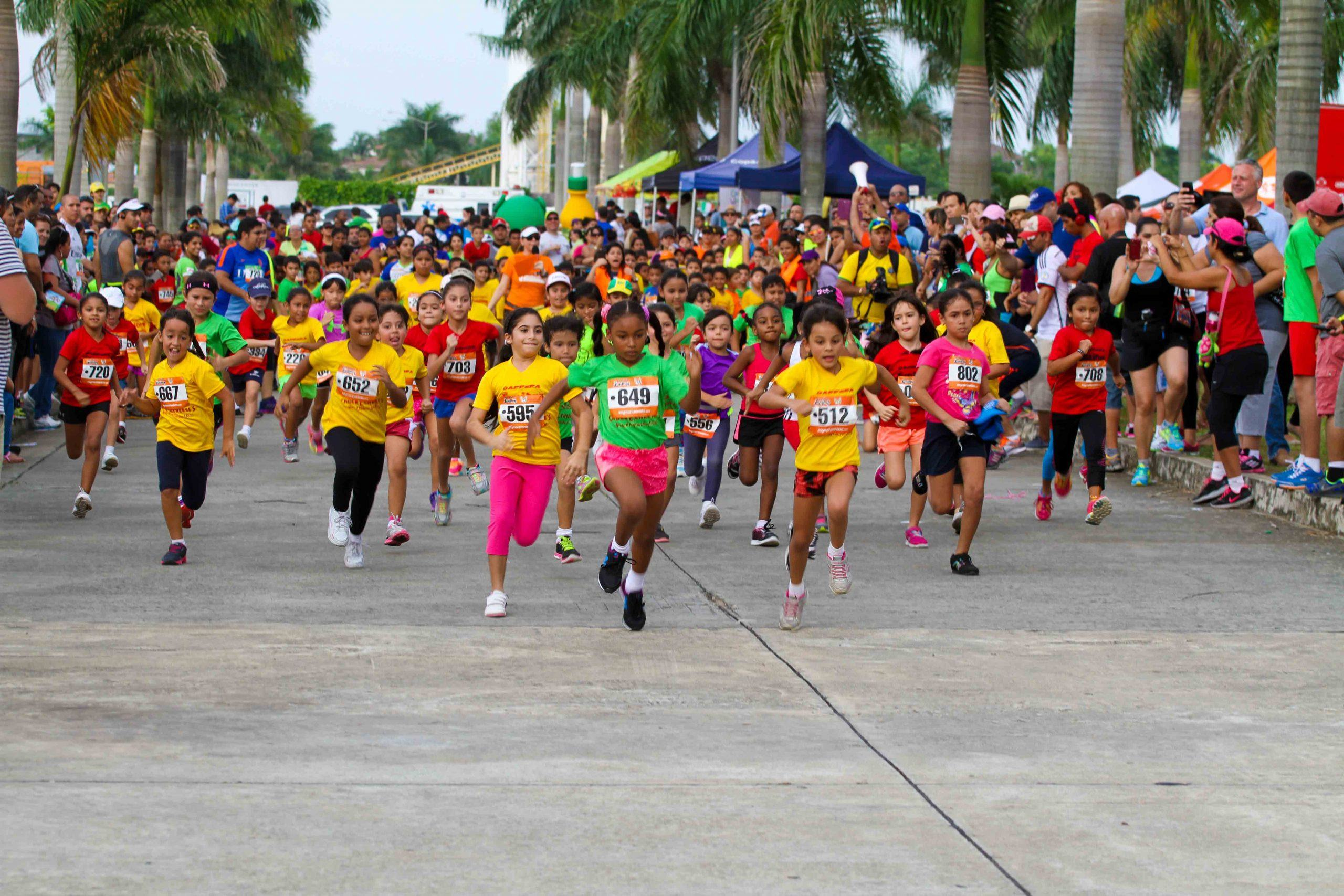 Alegría y diversión a más de 500 niños en la carrera Juniors, Panamá.