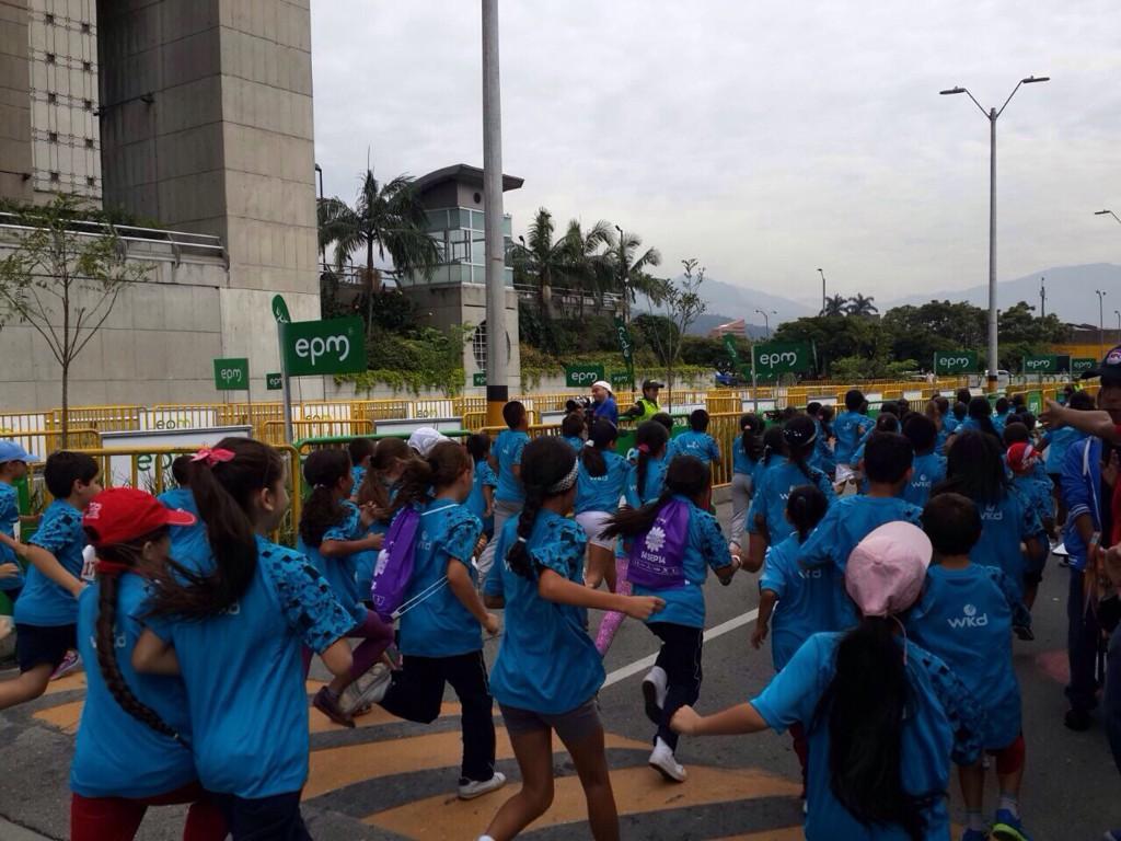 Más de 800 niños corrieron 2k, Maratón de las Flores (Col)