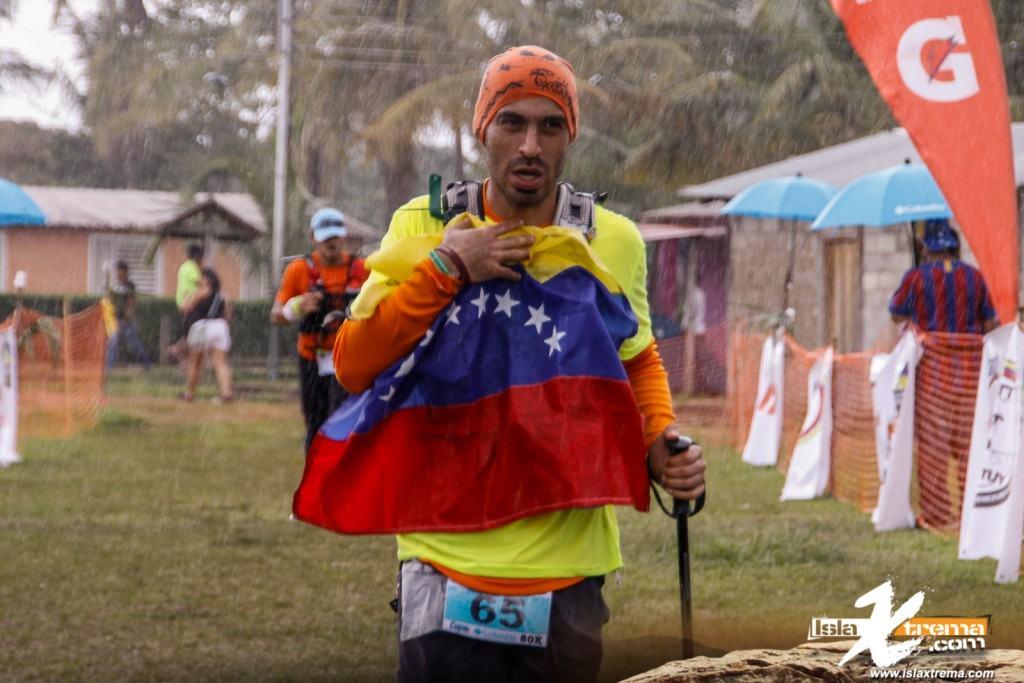 El tricolor aumento a los corredores - Fotografia Aparicio Lopez
