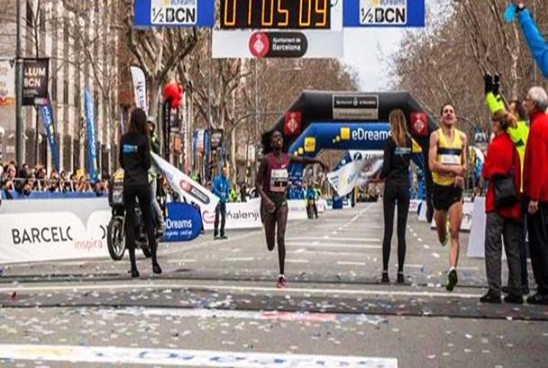 Florence Kiplagat buscará récord de 21K en Barcelona (Esp)