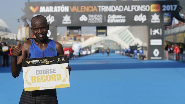 Kitwara impone nuevo récord para el Maratón Valencia (Esp)