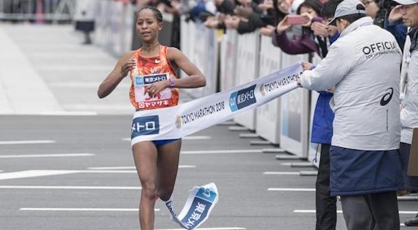 Dibaba y Chumba triunfan en el Maratón de Tokio 2018