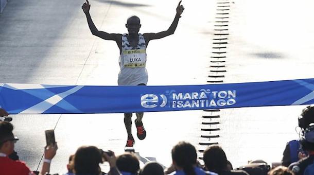 Lobuwan gana por tercera vez el Maratón de Santiago 2018 (Chi)