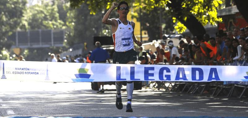 Jeison Suárez ganador de la Media Maratón Miranda