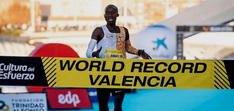 Cheptegei bate récord mundial de 10 kilómetros en Valencia 2019