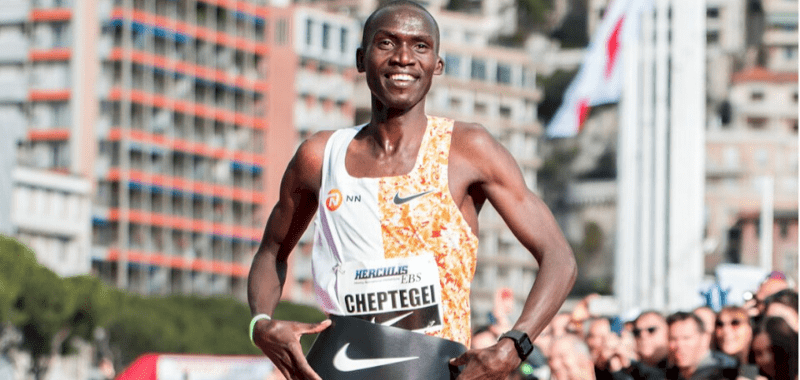 Joshua Cheptegei logra nuevo récord mundial en 5K