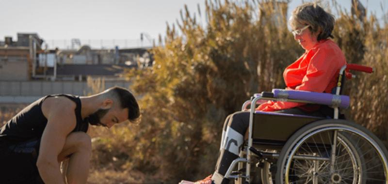 Record Guinness empujando a su madre en silla de ruedas