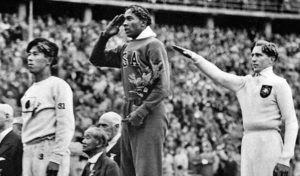 Jesse Owens, atleta afroamericano ganador de cuatro medallas de oro en los Juegos Olímpicos de 1936 en Berlín