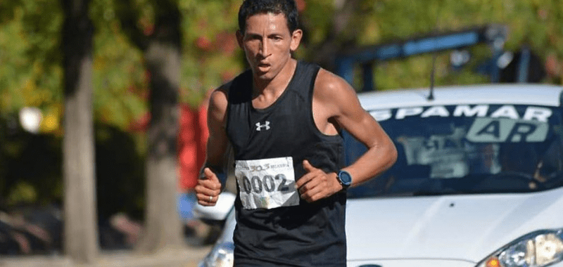 El maratonista colombiano Jhon Tello