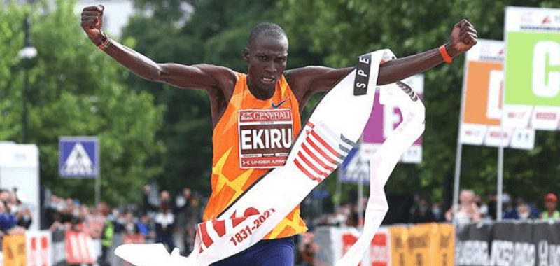 El keniata rompió la barrera del 2:03 en el maratón de Milán