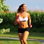correr con peso mancuernas