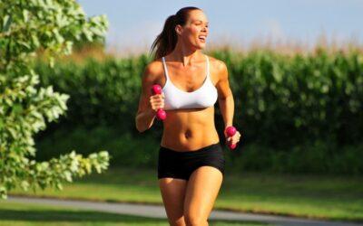 Correr con pesas en los brazos