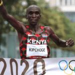Eliud Kipchoge triunfa en Tokio 2020