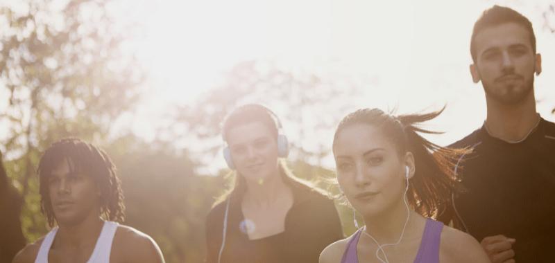 Correr en eventos como maratones permite conocer nuevas personas